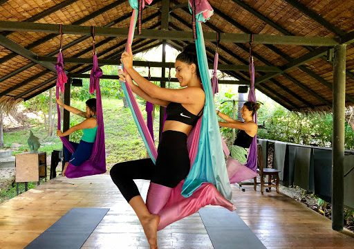 7 motive pentru a practica yoga aeriana - Partea I